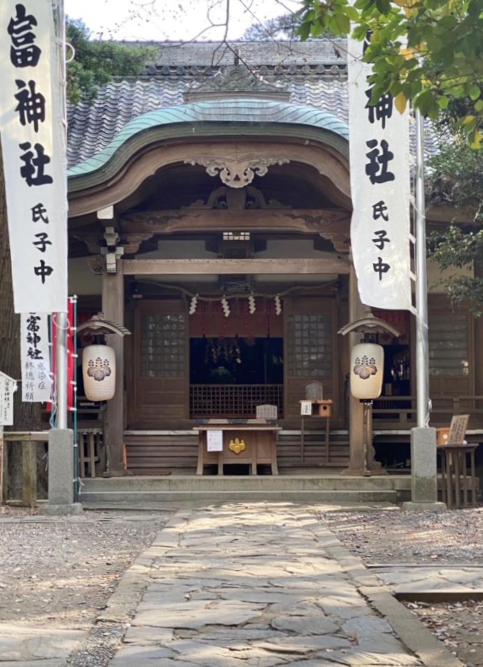 八百富神社の境内